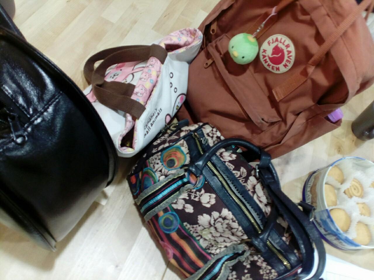 【女子会・言語交流会】お出かけ前の一時間、カバンの中身は?【女子會・語言交流會】出門前的一小時、包包裡面有?